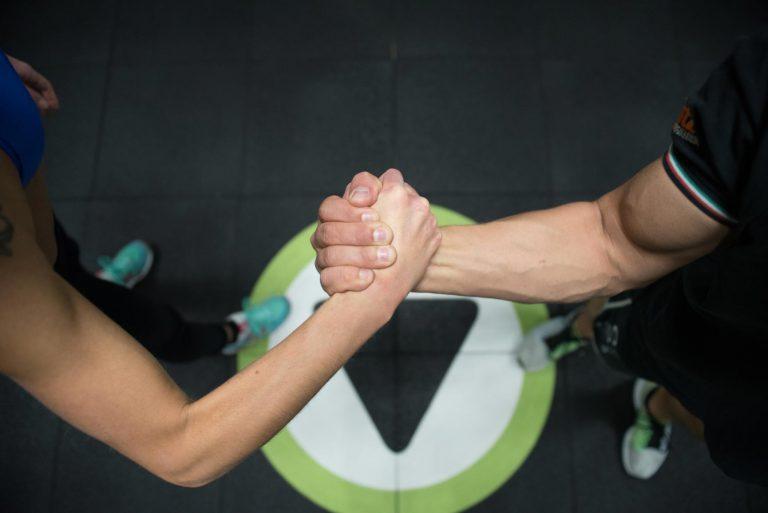 Vantaggi-di-allenarsi-con-un-personal-trainer